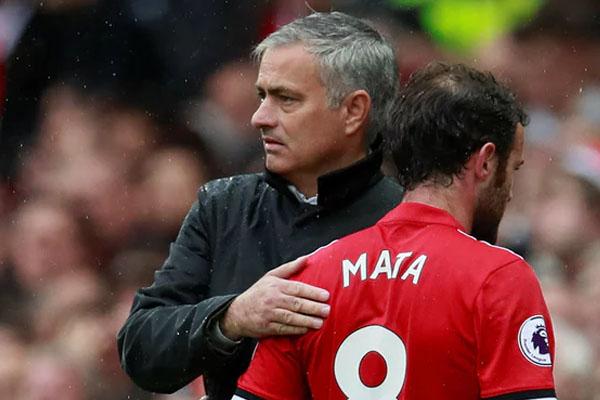 Manchester United lộ đội hình
