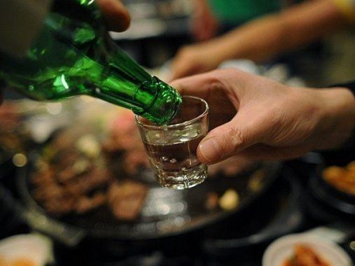 Giải mã điềm báo của giấc mơ thấy uống rượu