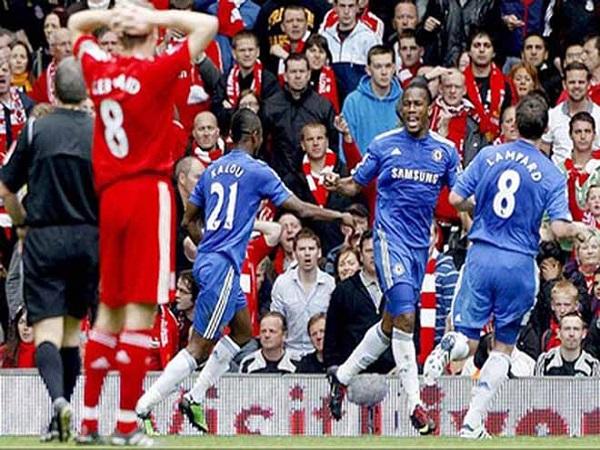 Qủy đỏ cố tình cản bước Liverpool