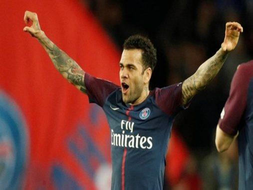 Tin chuyển nhượng: Alves rời Paris Saint-Germain