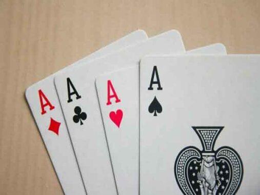 Cách chia bài lấy tứ quý ảo diệu nhất khó bị phát hiện