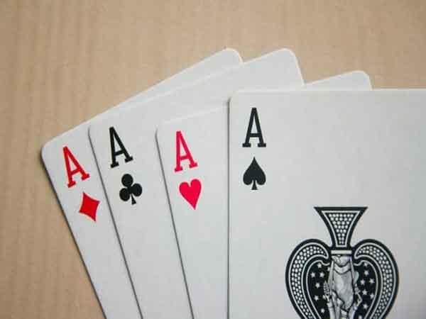 3 cách chia bài lấy tứ quý dễ qua mắt người chơi